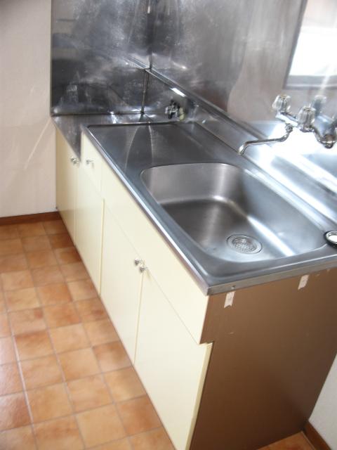 ウイングライフ B101号室のキッチン