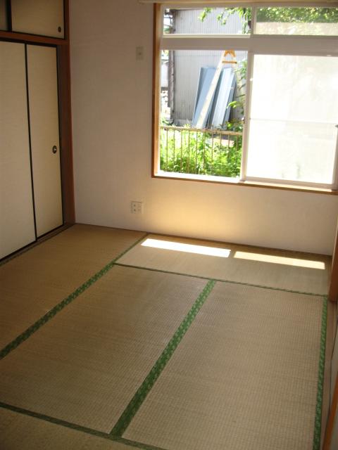 ウイングライフ B101号室の居室