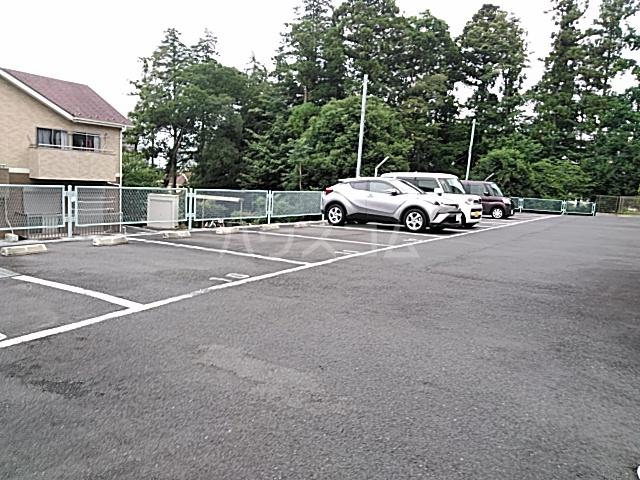 ソレイユB 103号室の駐車場