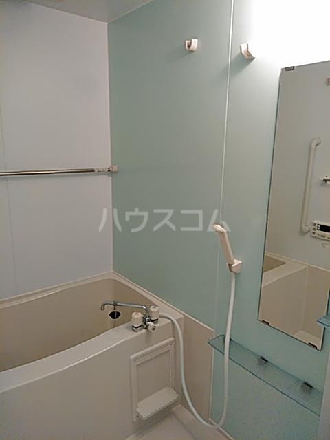 ソレイユB 103号室の風呂