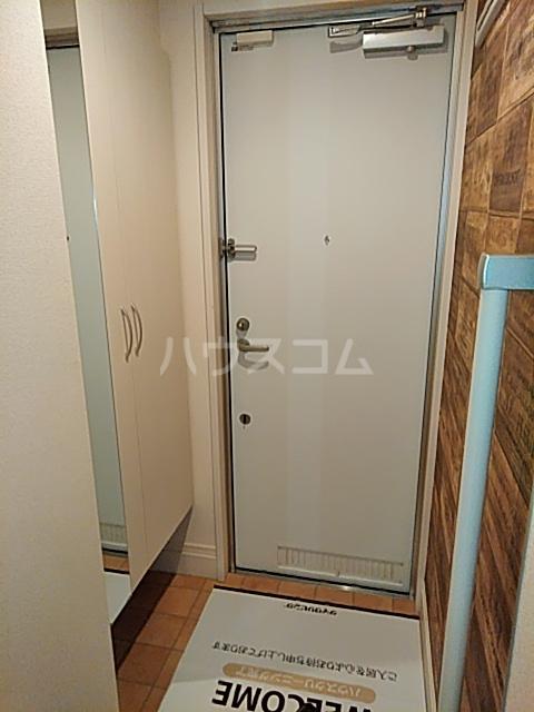 ソレイユB 103号室の玄関