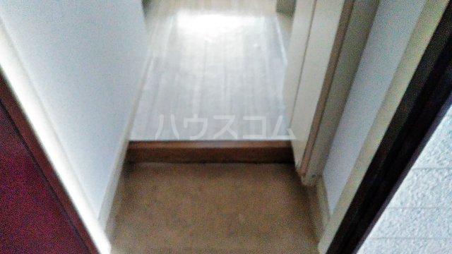 サザンステージ四季美台 108号室の玄関
