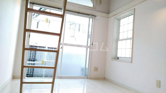 サザンステージ四季美台 108号室の居室
