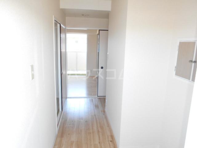 ビレッジハウス阿久和2号棟 506号室の玄関