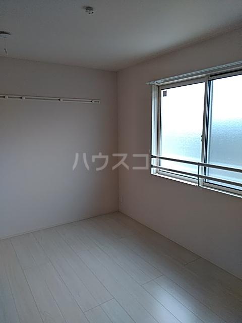 ラマージュ Ⅷ 203号室の居室