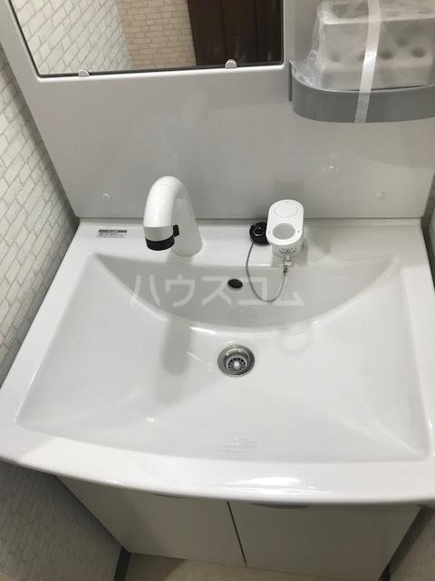 メテオール上星川 104号室の洗面所