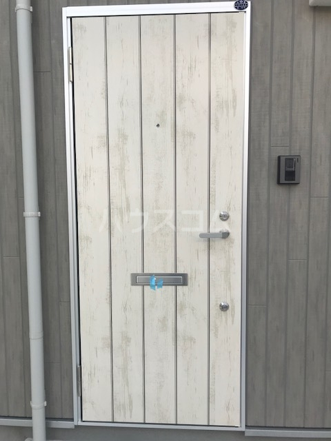 メテオール上星川 104号室の玄関