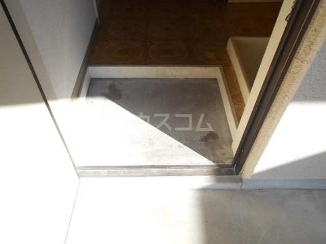 フラット87 105号室の玄関