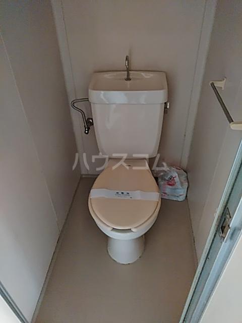 シャトル 102号室のトイレ