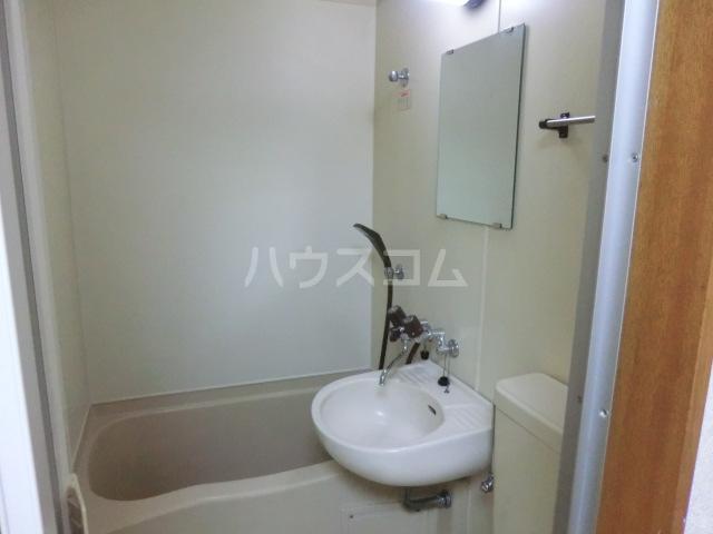 フラット桜ヶ丘 303号室の洗面所