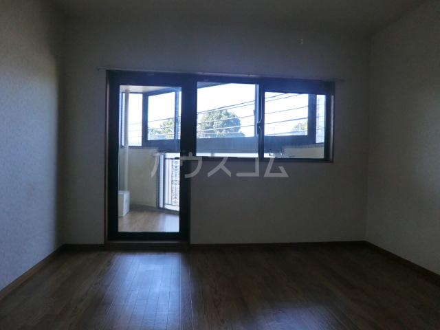フラット桜ヶ丘 303号室の居室