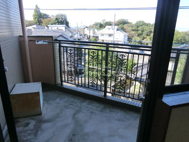 フラット桜ヶ丘 303号室の景色