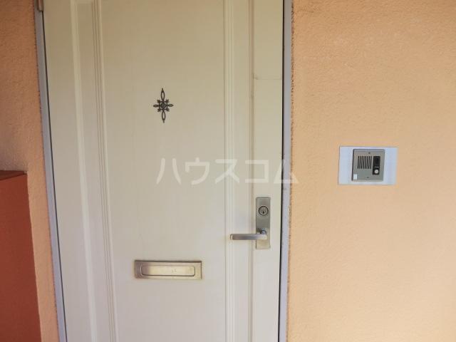 フラット桜ヶ丘 303号室の玄関