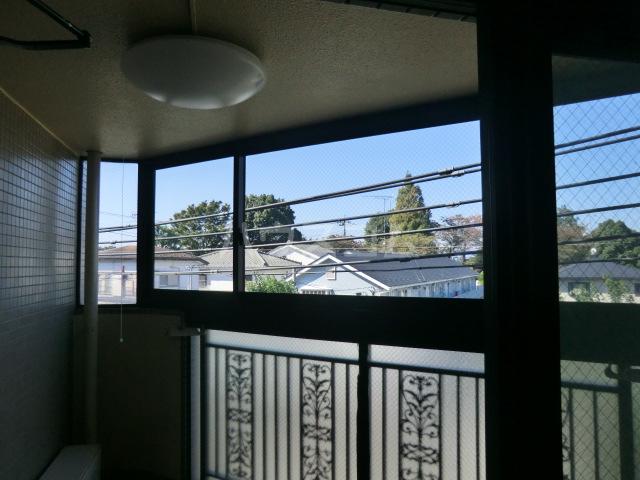 フラット桜ヶ丘 303号室のリビング