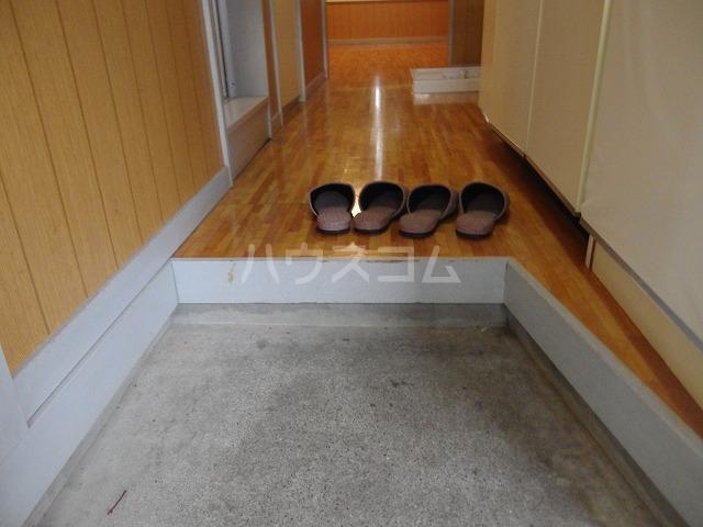 フロムココ 1D号室の玄関