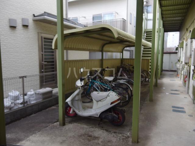 フロムココ 1D号室の駐車場