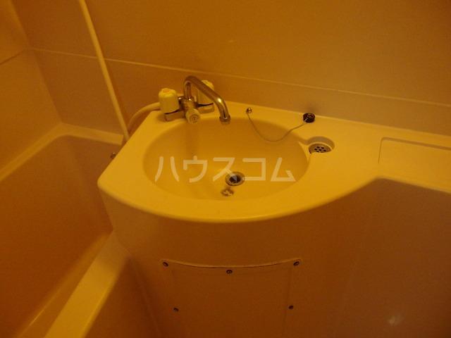 フロムココ 1D号室の洗面所
