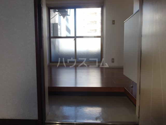 ラトゥールアンフィニ 601号室の玄関