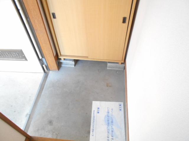 加野ハイツ 201号室の玄関