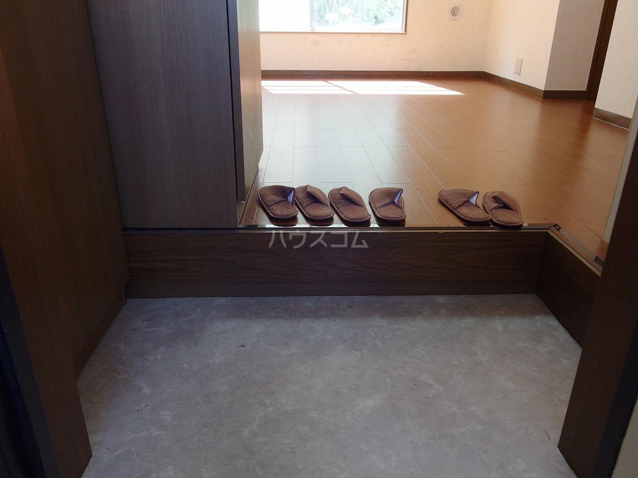 ヴランドール桜ヶ丘 304号室の玄関