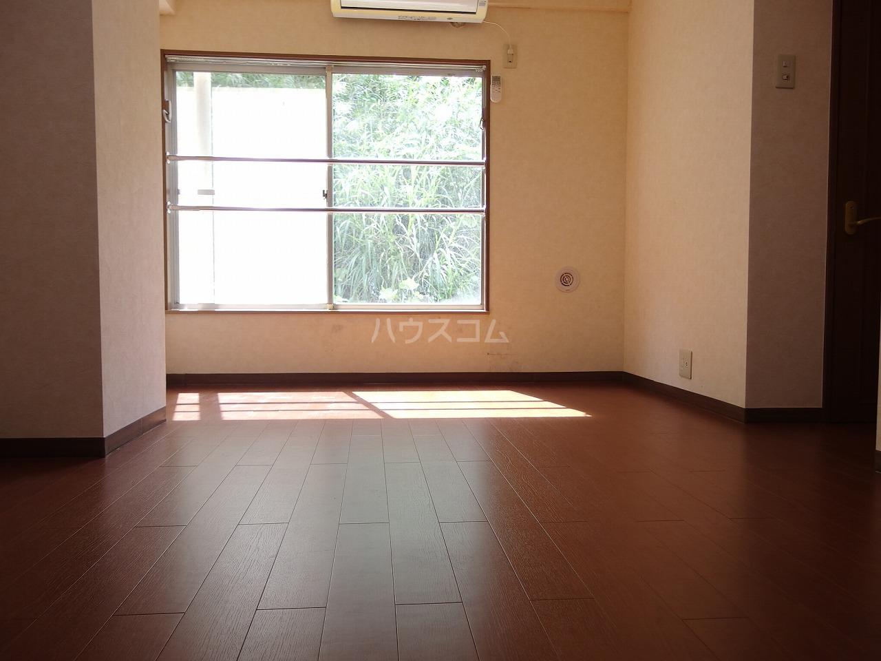 ヴランドール桜ヶ丘 304号室の居室
