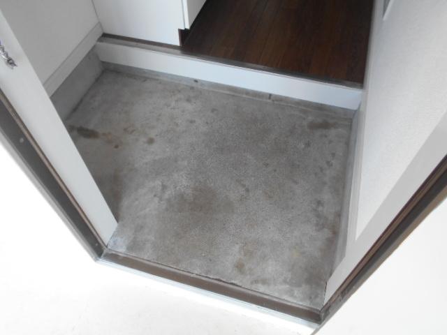 メゾン コリーナ 203号室の玄関
