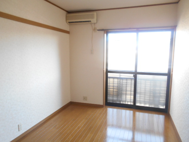 ソミュール百草Ⅰ 102号室の居室