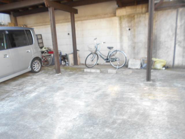 ソミュール百草Ⅰ 102号室の駐車場