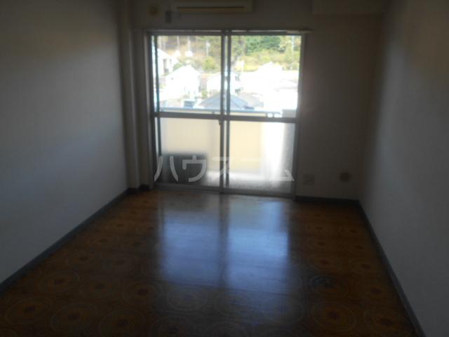 ストークマンション小礒2 211号室のリビング