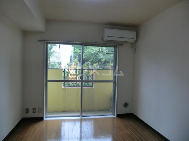 ラ・ジオン連光寺 301号室のリビング