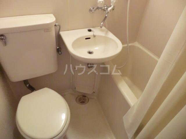 ラ・ジオン連光寺 301号室のトイレ
