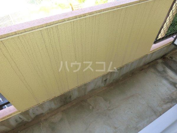 ラ・ジオン連光寺 301号室のバルコニー