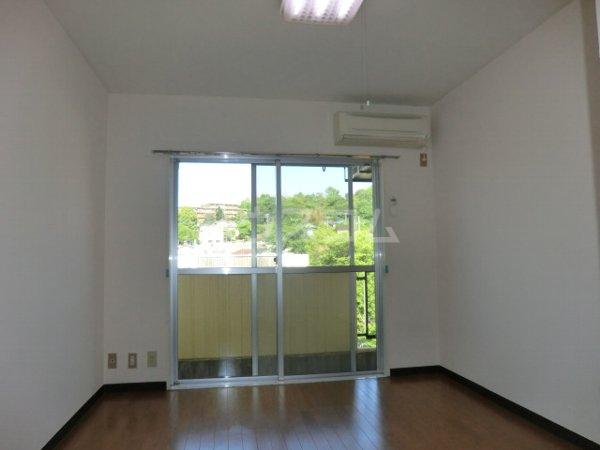 ラ・ジオン連光寺 301号室の居室