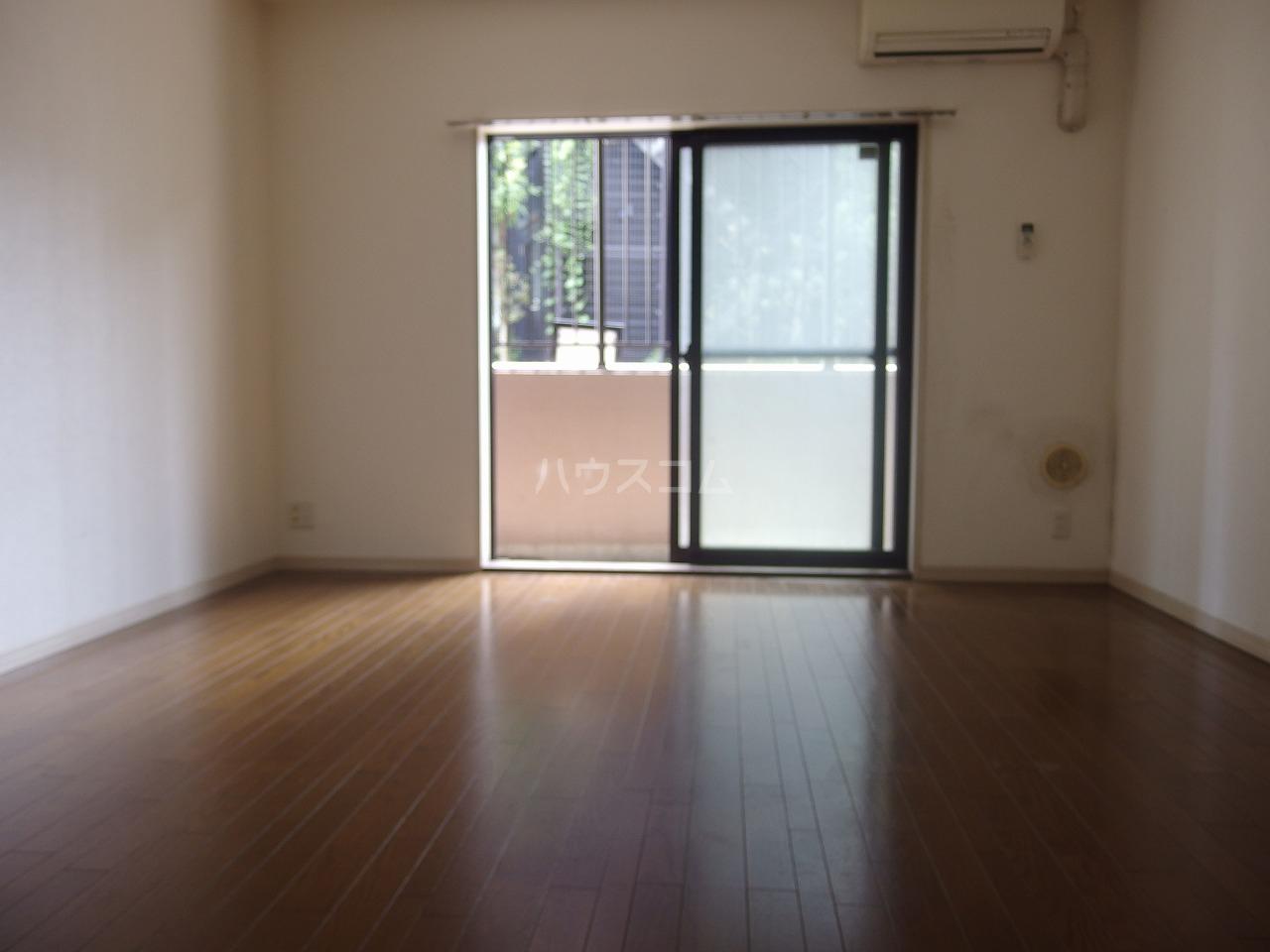 ライオンズシティ聖蹟桜ヶ丘 111号室のリビング