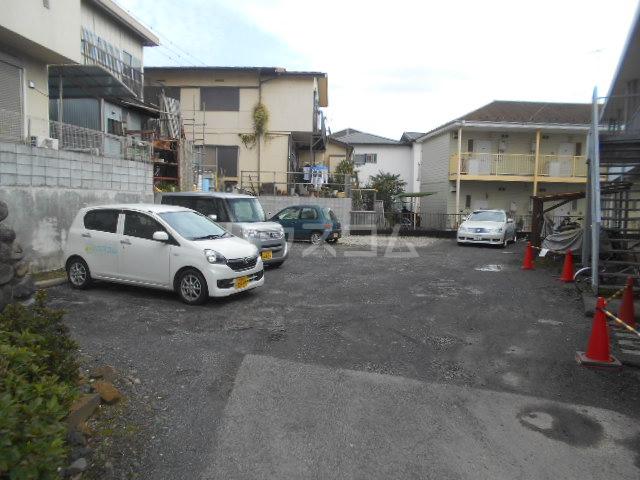 リバーサイド大塚 101号室の駐車場