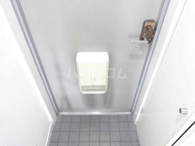 トゥイナーハウス 302号室の玄関
