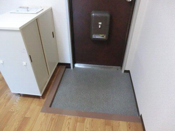 キャッスル第3 302号室の玄関