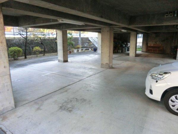 キャッスル第3 302号室の駐車場