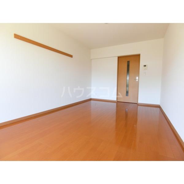 ROXY TAKAHATA 2411 105号室のリビング
