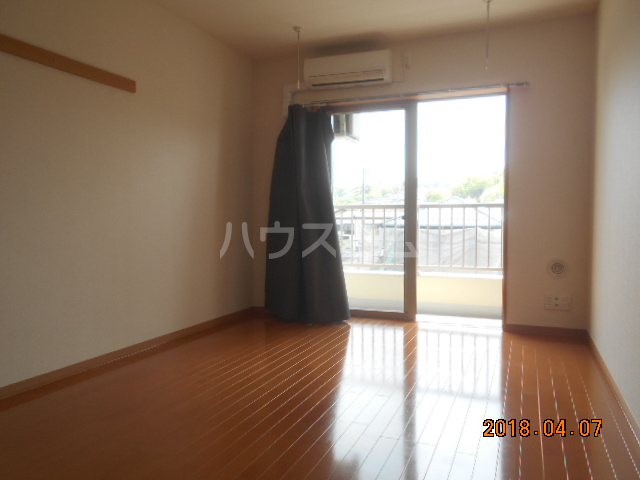 ROXY TAKAHATA 2411 210号室の居室