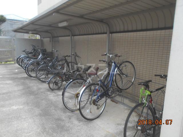 ROXY TAKAHATA 2411 210号室の駐車場