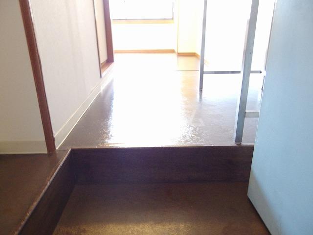 ガーデンヒルズ聖蹟桜ヶ丘 304号室の玄関