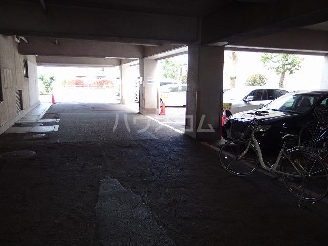 ガーデンヒルズ聖蹟桜ヶ丘 304号室の駐車場