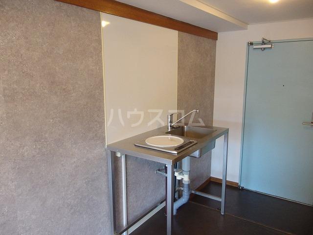 ガーデンヒルズ聖蹟桜ヶ丘 304号室のキッチン