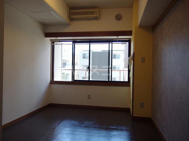 ガーデンヒルズ聖蹟桜ヶ丘 707号室の居室