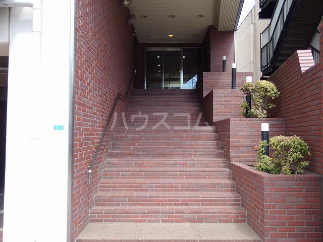 ガーデンヒルズ聖蹟桜ヶ丘 707号室のエントランス