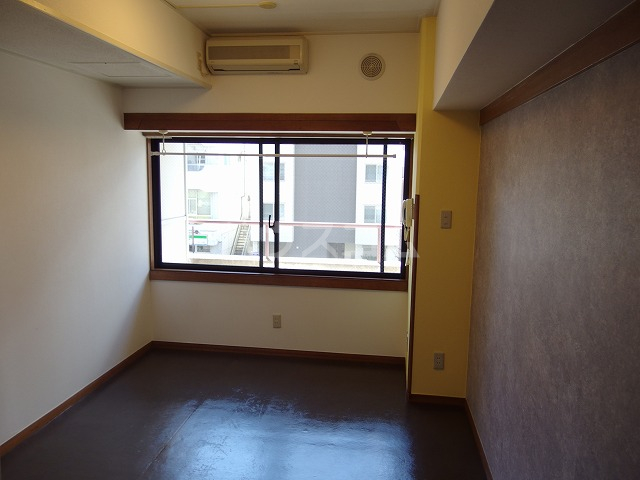 ガーデンヒルズ聖蹟桜ヶ丘 707号室のリビング