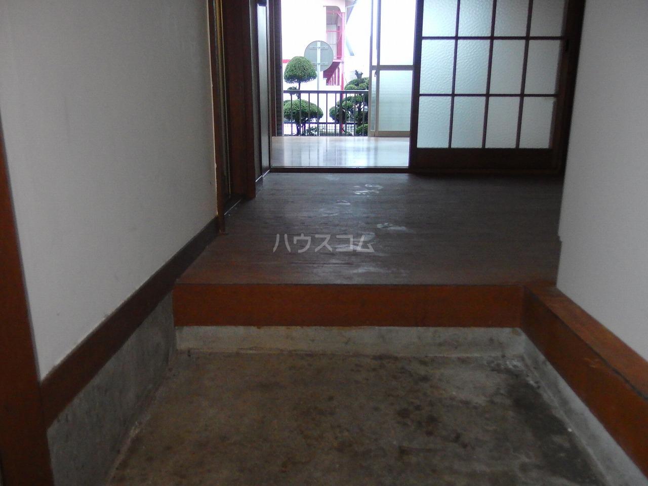 第二杉本荘 101号室の玄関