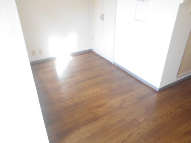 サンドルフ多摩 206号室の居室