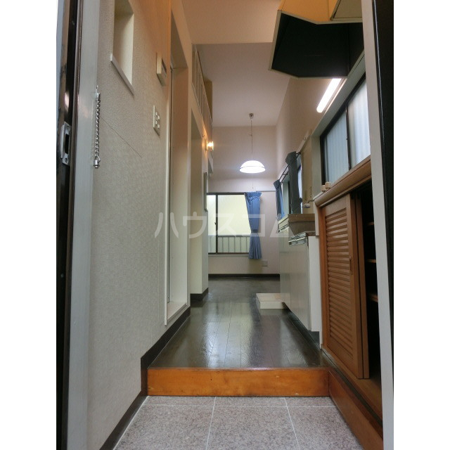 スカイ・ウェイ 106号室の玄関